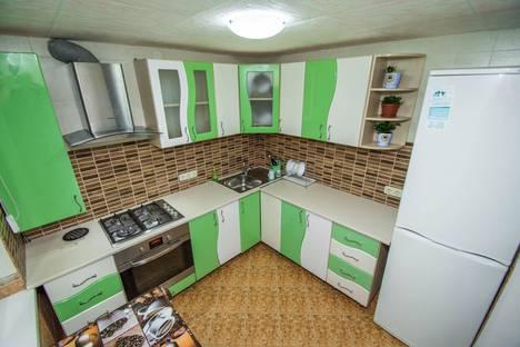 Сдается 1-комнатная квартира посуточно в Гурзуфе, ул. Подвойского, 7.