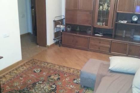 Сдается 2-комнатная квартира посуточно в Ереване, ул. Езник Кохбаци 2а кв 68.