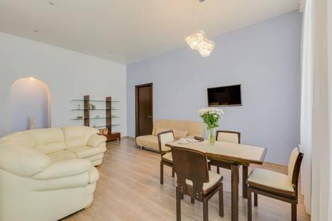 Сдается 2-комнатная квартира посуточно в Санкт-Петербурге, ул. Рубинштейна 9/3.