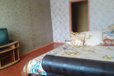 Сдается 2-комнатная квартира посуточнов Зеленой поляне, Новообзаково, ул. Вокзальная 1.