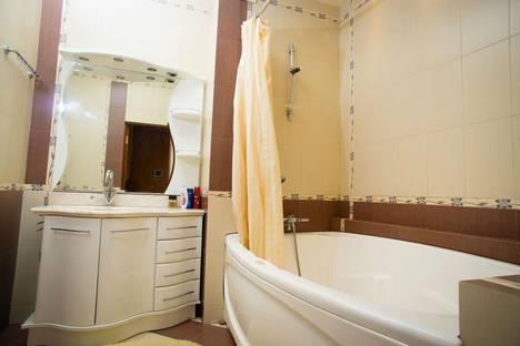 Сдается 3-комнатная квартира посуточнов Азове, площадь Гагарина, 6.