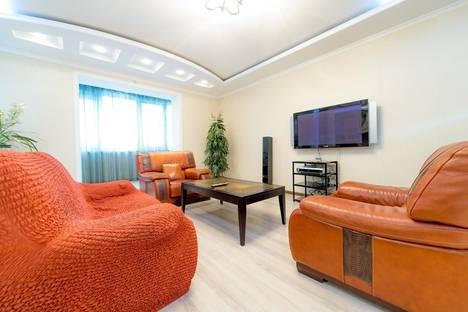 Сдается 4-комнатная квартира посуточно в Челябинске, Монакова 33.