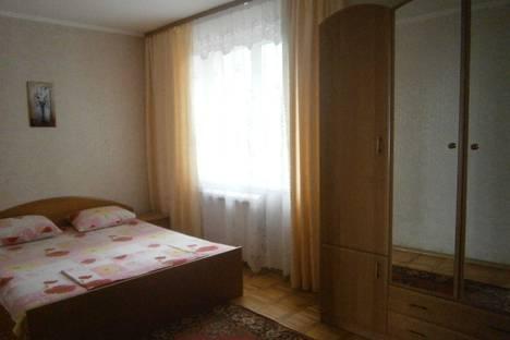Сдается 4-комнатная квартира посуточно в Гурзуфе, ул.Подвойского 9.