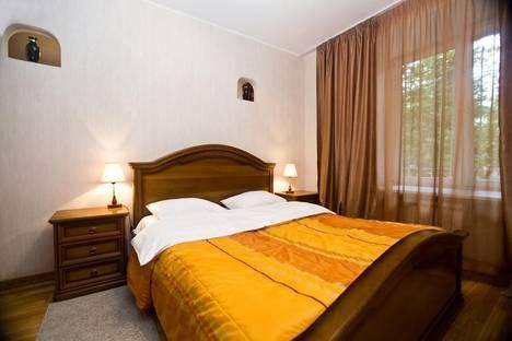 Сдается 2-комнатная квартира посуточно в Москве, ул. Смоленская, 3.