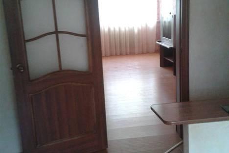 Сдается 3-комнатная квартира посуточно в Перми, ул. Петропавловская, 13.