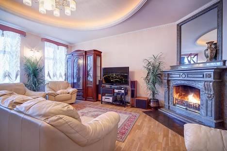 Сдается 4-комнатная квартира посуточнов Санкт-Петербурге, ул. 3-я Советская, 21.
