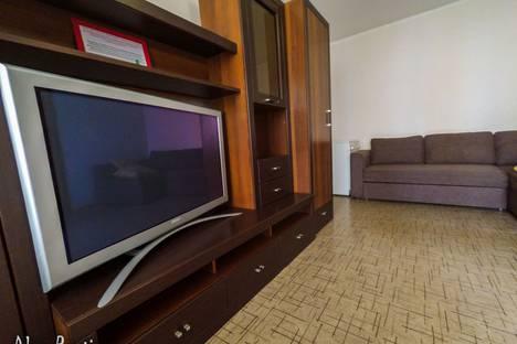 Сдается 2-комнатная квартира посуточно в Омске, Добровольского 13.