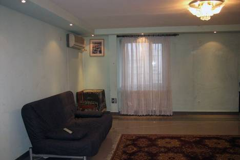 Сдается 4-комнатная квартира посуточно в Казани, Декабристов 8.
