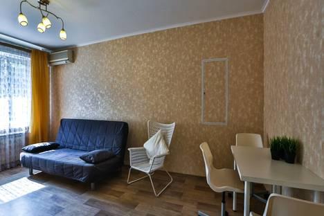 Сдается 3-комнатная квартира посуточно в Тольятти, ул. Юбилейная, 19.
