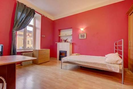 Сдается 1-комнатная квартира посуточнов Санкт-Петербурге, канал Грибоедова, 9.
