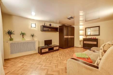Сдается 1-комнатная квартира посуточнов Санкт-Петербурге, наб. реки Мойки, 57.