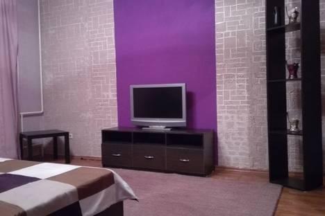 Сдается 1-комнатная квартира посуточно в Челябинске, ул. Братьев Кашириных, 134а.