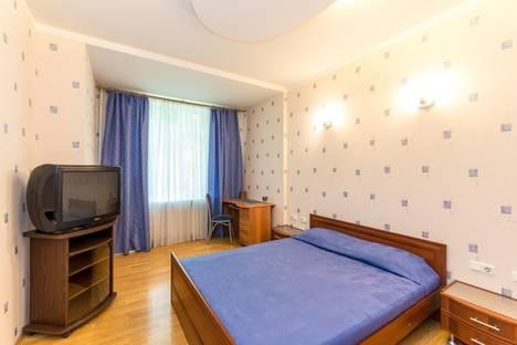 Сдается 3-комнатная квартира посуточно в Санкт-Петербурге, ул.Фрунзе 16.