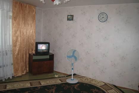 Сдается 2-комнатная квартира посуточно в Яровом, квартал В, 7-18.