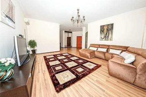 Сдается 3-комнатная квартира посуточно в Астане, Кунаева,14.