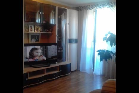 Сдается 2-комнатная квартира посуточно в Шахтах, проспект Ленинского Комсомола, 63.