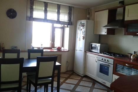 Сдается 2-комнатная квартира посуточнов Ярославле, ул. Институтская, 28.