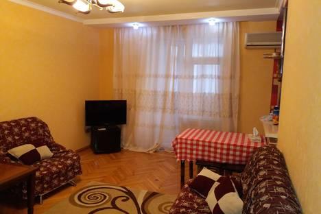 Сдается 2-комнатная квартира посуточно, Зарифа Алиева 59.
