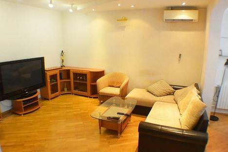 Сдается 3-комнатная квартира посуточно в Адлере, Ленина 10.