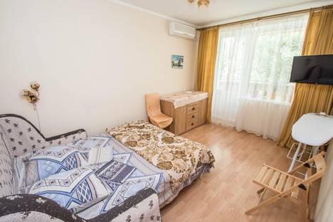 Сдается 2-комнатная квартира посуточно в Гурзуфе, улица Ленинградская, 8.