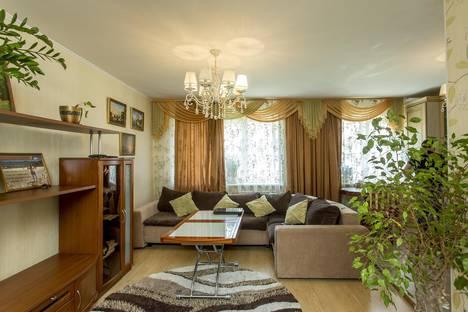 Сдается 3-комнатная квартира посуточно во Владивостоке, ул. Адмирала Кузнецова, 92.