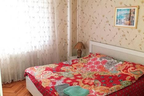 Сдается 2-комнатная квартира посуточно в Баку, ул.Узеира Гаджибекова 98B.