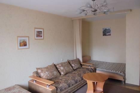 Сдается 1-комнатная квартира посуточно в Омске, ул. Омская, 77/3.
