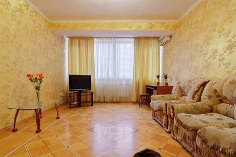Сдается 2-комнатная квартира посуточно в Уральске, Ихсанова 87.