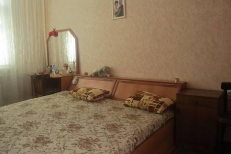 Сдается 2-комнатная квартира посуточно в Орске, ул. Московская, 8.