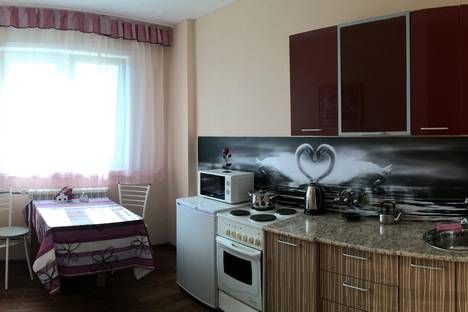 Сдается 1-комнатная квартира посуточно в Ангарске, 18 мкр 19 дом.