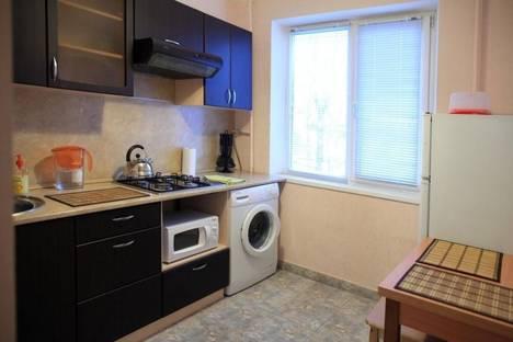 Сдается 1-комнатная квартира посуточнов Ангарске, 32 микрорайон дом 5 корп 2.