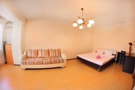 Сдается 1-комнатная квартира посуточнов Алматы, улица Кунаева 114.