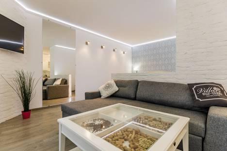 Сдается 1-комнатная квартира посуточно в Санкт-Петербурге, Дивенская, 5.