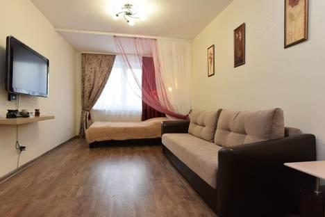 Сдается 2-комнатная квартира посуточно в Екатеринбурге, ул. Куйбышева, 21.