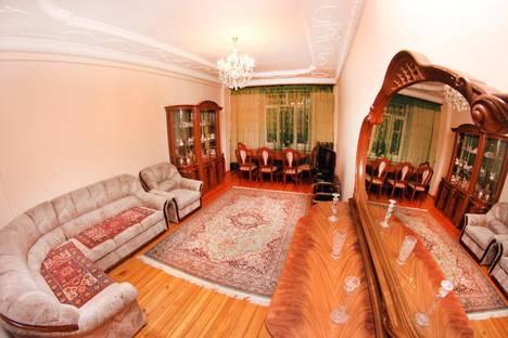 Сдается 3-комнатная квартира посуточно в Алматы, Байсеитова< 32.
