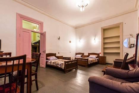 Сдается 2-комнатная квартира посуточно, проспект Шота Руставели, 13.
