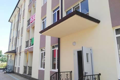 Сдается 2-комнатная квартира посуточно в Адлере, Ул.Ружейная 47,  кв.27.