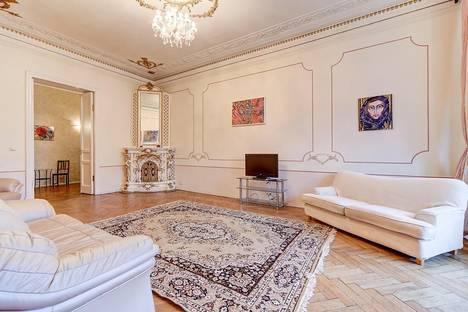 Сдается 3-комнатная квартира посуточно в Санкт-Петербурге, Кирочная улица 19/46.