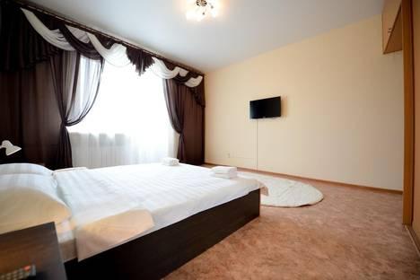 Сдается 3-комнатная квартира посуточнов Челябинске, Кирова 110.