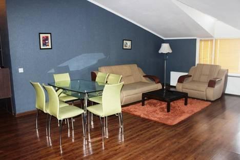 Сдается 2-комнатная квартира посуточно в Актау, 10 микрорайон 2 дом.