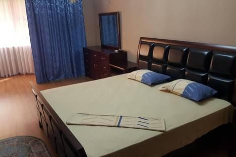 Сдается 3-комнатная квартира посуточно в Актау, 17 микрорайон 7 дом.
