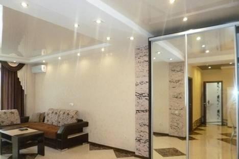 Сдается 2-комнатная квартира посуточно в Адлере, просвещения 84.