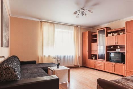 Сдается 2-комнатная квартира посуточно в Тольятти, ул. Горького, 76.