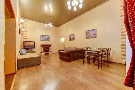 Сдается 3-комнатная квартира посуточно в Санкт-Петербурге, Невский проспект, 23.