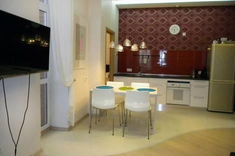 Сдается 2-комнатная квартира посуточнов Омске, ул. Масленникова, 82.