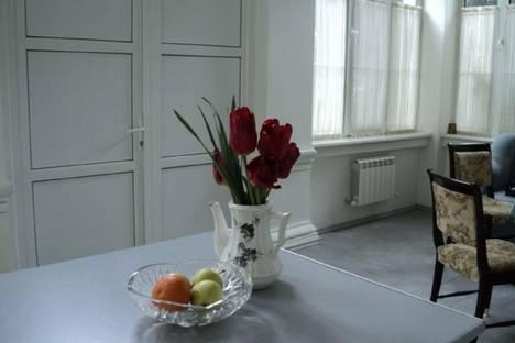 Сдается 3-комнатная квартира посуточно в Ялте, ул. Дражинского, 23.