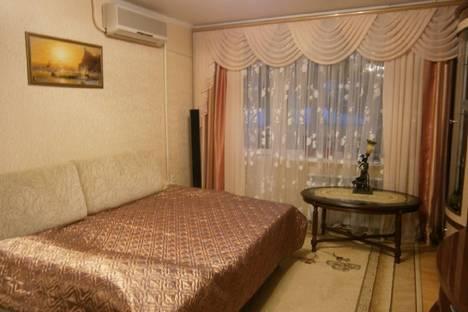 Сдается 2-комнатная квартира посуточно в Гурзуфе, улица Подвойского, 25.
