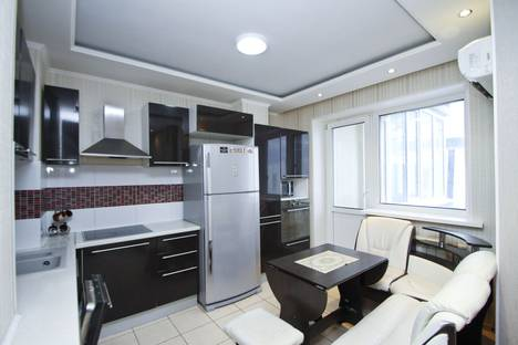 Сдается 2-комнатная квартира посуточно в Сургуте, проспект Мира, 55.