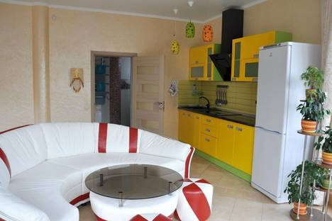 Сдается 1-комнатная квартира посуточнов Партените, ул Прибрежная 7.
