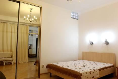 Сдается 2-комнатная квартира посуточнов Ливадии, Среднеслободская улица, 12.